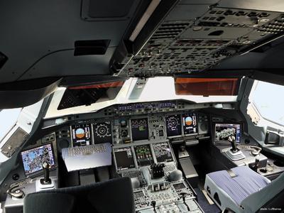 Lufthansa A380 Cockpit with Class 2 EFB