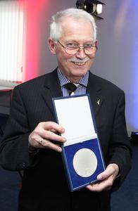 Für Eckhard Bluhm gehört die Medaille allen, die am Erfolg des Unternehmens beteiligt sind