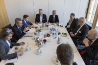 In einer gemeinsamen Gesprächsrunde informierte sich am Dienstag der EU-Kommissar Günther Oettinger bei Johann Soder.