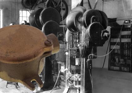 Das erste Produkt von WISKA: Ein Abzweigkasten aus Messing / Foto: WISKA-Fer-Messing