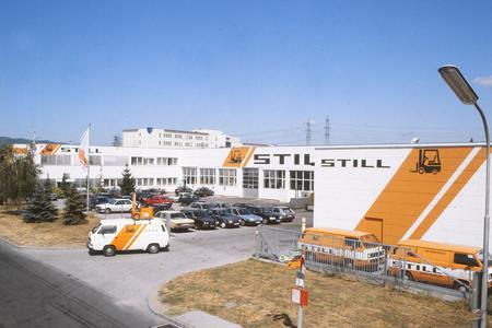 Weiß-orange, so erblickte man STILL in Wiener Neudorf noch vor ein paar Jahren
