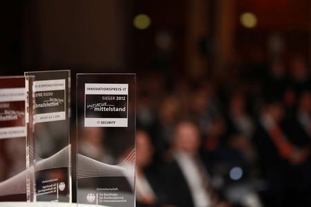 Sieger Pokale Innovationspreis IT-Security