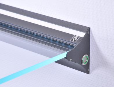Das Multifunktionsprofil bietet unterschiedliche Einsatzmöglichkeiten, z.B. als Regal mit Glasplatte