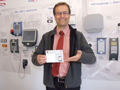 Der Gewinner des CeBIT Gewinnspiels wurde von Peter Hengstler, Geschäftsführer der Firma phg, gezogen.