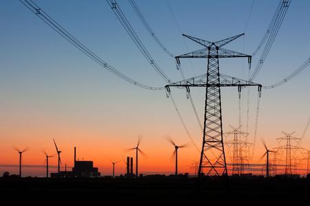 Der Bundesverband Kraft-Wärme-Kopplung (B.KWK) hält den verstärkten Einsatz der Kraft-Wärme-Kopplung (KWK) vor Ort für wesentlich einfacher zu realisieren als den Ausbau der Hochspannungsleitungen (Bild: BHKW-Infozentrum / Thorsten Schier - Fotolia)