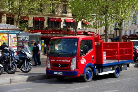 Fahrzeuge mit alternativen Antriebskonzepten, wie der Renault Maxity Elektro, bilden einen Themenschwerpunkt