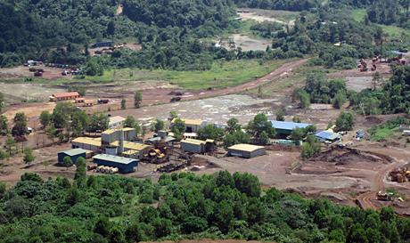 Auf dem Mengapur-Projekt; Foto: Monument Mining