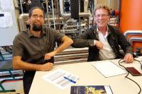 Johannes Gulden (Institut für Regenerative EnergieSysteme an der HOST) und Christian Schweitzer (bse Engineering Leipzig GmbH) haben geschafft, Methanol aus Wasserstoff herzustellen.