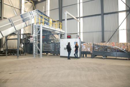 Effizient, nachhaltig und geräuscharm Vollautomatischen Kanalballenpresse HSM VK 12018 R FU bei der Thommen AG in der Schweiz