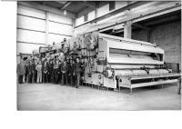 Despite extremely hefty international competition in 1971 Holstein & Kappert was awarded a contract by Asahi, the second-largest brewery in Japan, for three Omega Super DE double-end bottle washers – the biggest that Holstein & Kappert had built to date. In the photo the team in Dortmund proudly presents the machinery.