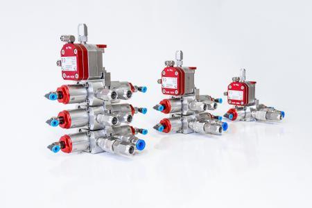 ASIS Materialdruckregler mit modularem Farbwechsler und Nadelventilen.