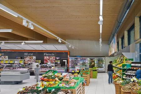 At its stand, Zumtobel re-enacts real situations of lighting solutions for all retail areas – from boutiques to supermarkets 2