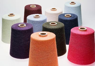 Das umfangreiche Garnsortiment umfasst sowohl Garne mehrerer Qualitäten wie beispielsweise Baumwolle in Reinform als auch unterschiedlichste Qualitäts- und Farbmischungen. ©Zhejiang Huafu Melange Yarn Co., Ltd