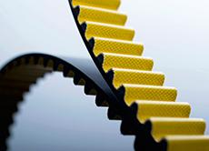 The polyurethane heavy-duty timing belt CONTI® SYNCHROCHAIN CARBON enables the transmission of extremely high outputs. Because it barely stretches even with the heaviest loads, it is also resistant to wear and abrasion (Photo: ContiTech)