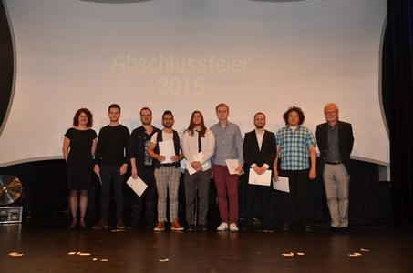 Die Absolventen der Fachkraft für Audiotechnik mit Schulleiter Harald Prieß - Foto: © Uwe Riehm