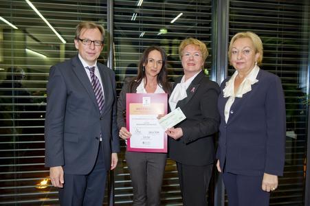 """bit gruppe wird mit dem 3. Preis für den """"frauen- und familienfreundlichsten Großbetrieb der Steiermark 2011"""" ausgezeichnet"""