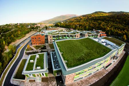 About 7000 m² of green roof ensure that the buildings blend into the surrounding National Park. A construction projects that has won a number of international awards. Source: Danil Kolodin / Tim Flynn architects