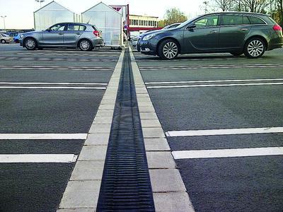 Entwässerung eines Parkplatzes durch Recyfix Monotec