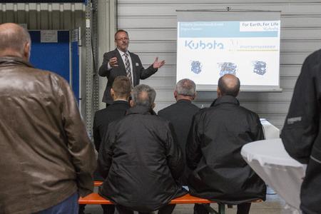 Vortrag von Kubota über die neue Motorengeneration