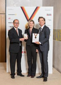 (v.l.n.r.) Herausgeber Prof. Dr. Bernd Venohr, Kristina Stifter, Head of Global Communications bei PTV und Dr. Florian Landscheidt. Bild: PTV Group