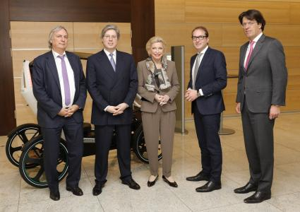 From left: Prof. Dr.-Ing. Peter Gutzmer, Deputy CEO and Chief Technology Officer, the family shareholders Georg F. W. Schaeffler and Maria-Elisabeth Schaeffler-Thumann and Klaus Rosenfeld, Chief Executive Officer, welcomed Alexander Dobrindt, the German Federal Minister of Transport and Digital Infrastructure (2. from right) / Photos: Schaeffler