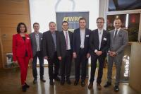 von links nach rechts: Melanie Fischer (Fischer Group), Roland Fischer(Fischer Group), Hans Fischer (Fischer Group), Oberbürgermeister Klaus Muttach, Hans-Peter Fischer (Fischer Group), Dr. Ralf Wagner (COO Siemens AG), Dominik Fehringer (WRO GmbH)
