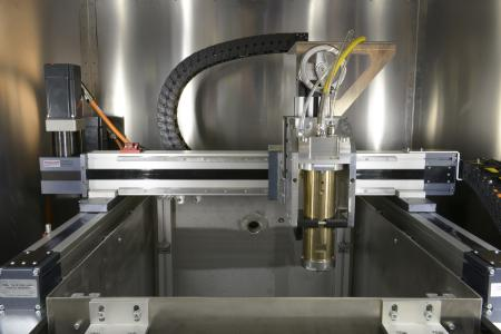 The Aachen researchers have set up a test stand with a laser that achieves a light output of up to 30 kilowatts.