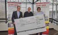 Messe Augsburg und Phaesun GmbH übergeben Erlöse des Off-Grid Sales an ARCHEMED (Foto: Messe Augsburg / Fotograf: Siegfried Kerpf)