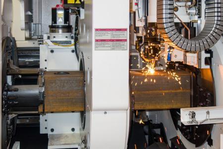 Einbaufertige Halbzeuge für bis zu 1,5 Tonnen Quadratrohr schneidet der Elting-Laser und ist damit einer der größten Europas