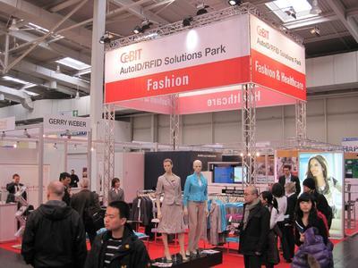 AutoID-Leuchtturm Fashion auf der CeBIT 2010