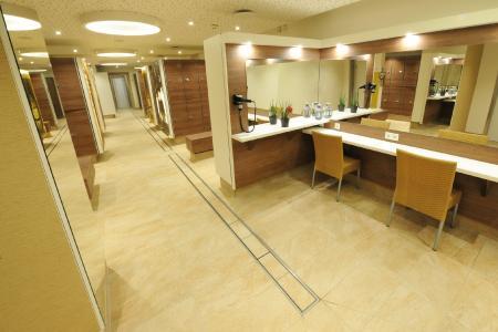 Die Bielefelder Bäder und Freizeit GmbH (BBF) hat die Umgestaltung von Umkleiden und Sanitärbereichen der Saunawelt im ISHARA in Auftrag gegeben. Entstanden sind moderne Räumlichkeiten mit angenehmer Atmosphäre.