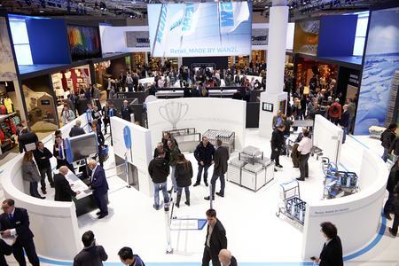 Sehr gut besucht zeigte sich die Wanzl Arena auf der EuroShop 2014 in Düsseldorf. Als einer der größten Aussteller präsentierte Wanzl dem internationalen Fachpublikum sein komplettes Handelsprogramm und stellte die Weichen, um einer der internationalen Ladenbau-Marktführer zu werden (Foto: Wanzl Metallwarenfabrik GmbH)