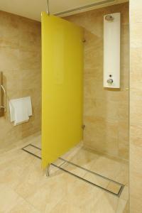 Das nahezu durchgängige Entwässerungssystem ermöglicht den Gästen einen angenehmen Stand in den Duschen.