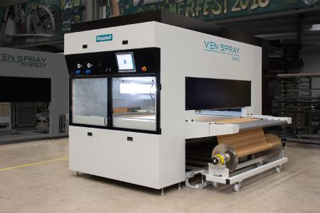 general view of the spray gun Ven Spray One - Compact spray painting machine with an integrated control cabinet, for craftsmen and small businesses - delivered after just four weeks / Photo: Copyright Venjakob