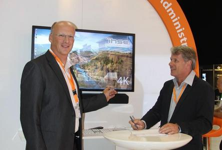 Dr. Enno Littmann, MD of IHSE (left), and Bauke van de Zand, Sales Manager of Intronics signing the contract