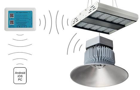 Leistungsstarke LED Industriestrahler mit drahtloser Lichtsteuerung