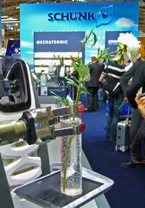 Erstmals zu sehen war die SDH-2 auf der Automatica in München.Die innovative Konzeptstudie Care-O-bot III vom Fraunhofer IPA zeigte, wozu mobile Serviceroboter mit mechatroni-schen Komponenten von SCHUNK in der Lage sind