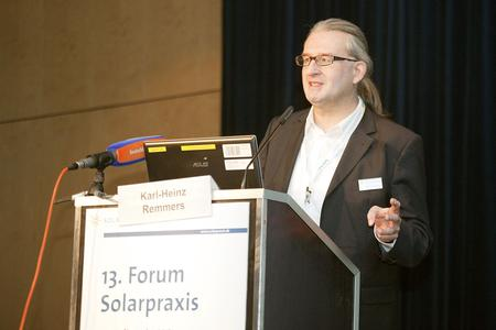 Karl-Heinz Remmers, Chairman of the Board Solarpraxis AG, at the Forum Solarpraxis