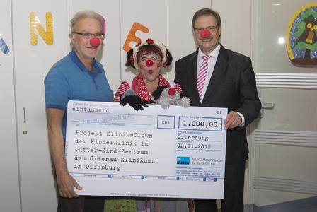 v.l. Herr Dr. Jens-Uwe Folkens, Klinik-Clown Stups und Herr Dietmar Zapf
