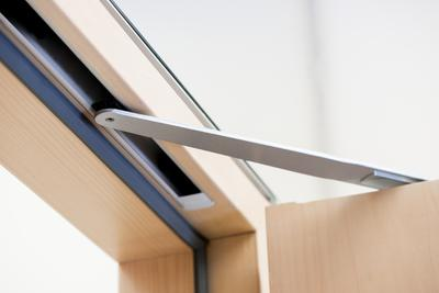 Die integrierte Version der Freilauftürschließer. Bild: GEZE GmbH