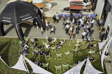 Der Netzwerkgedanke stand im Fokus des E-Commerce BBQ. In entspannter Atmosphäre knüpften die Teilnehmer neue Kontakte. (Foto: B+S)