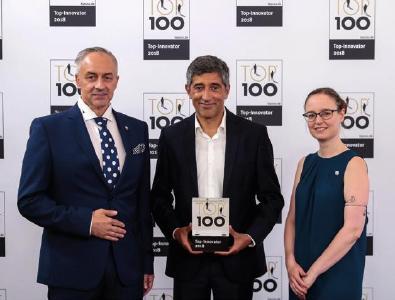 Preisverleihung durch Ranga Yogeshwar: TOP 100 · Top-Innovator 2018 / © KD Busch / compamedia