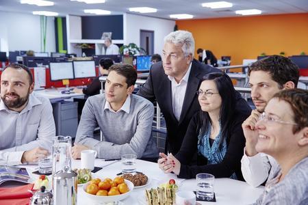 Besonderer Service bei vollem Terminplan: Bei den sogenannten Lunchtime-Seminaren kommen die Referenten der Akademie direkt ins Unternehmen. Planer, Installateure und Architekten können so die Mittagspause für die Fortbildung nutzen.