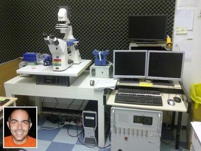 Dr Pierre-Henri Puech (inset) and his JPK NanoWizard® AFM system (INSERM/CNRS)