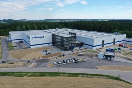 Ein Blick über das neu erbaute Werk 2 in Vilsbiburg.