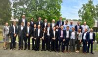 Studenten der Uni Paderborn mit Mitarbeitern von Arvato Systems auf dem Arvato Campus in Gütersloh (copyright Arvato Systems)