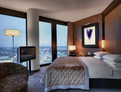 Beste Perspektive: Das Düsseldorfer Hyatt Regency war das erste Hotelgebäude, das von der Deutschen Gesellschaft für Nachhaltiges Bauen e.V. (DGNB) das Vorzertifikat in Silber erhielt
