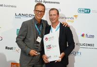Markus Hoffmann, SVA Geschäftsstellenleiter Nord/West, und René Kau, SVA Vertriebsleiter Mitte, freuen sich über den Award!