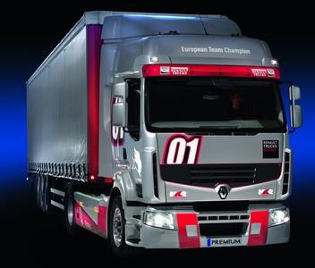 Renault Trucks legt sein Sondermodell Premium Truck Racing in der Version 2013 neu auf