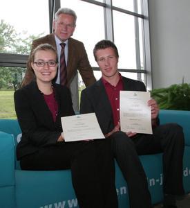 Katrin Michaelbach und Lukas Hofmann sind die Preisträger des 17. WITTENSTEIN-Stipendiums 2012. Dr. Manfred Wittenstein, Vorstandsvorsitzender der WITTENSTEIN AG, überreichte die Auszeichnungen